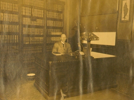 1909_paul harris in his office